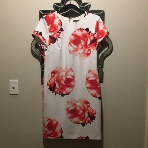 Beautiful Flower Printed Day Dress - Vince Camuto